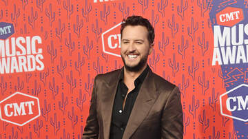 Frankie D - What does Luke Bryan sing in the shower?