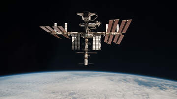Weird News - NASA Says Tourists Will Be Able To Visit The International Space Station