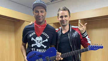 Ken Dashow - Muse's Matt Bellamy Gifts Custom Guitar To Huge Inspiration Tom Morello