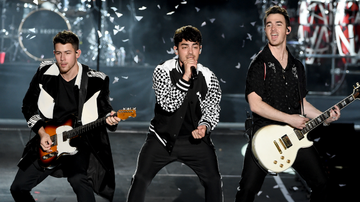 Elvis Duran - Jonas Brothers Reflect On How Fame Impacted Their Parents
