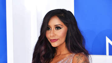 Elvis Duran - Snooki Posts Bikini Selfie Just 2 Weeks After Giving Birth