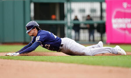 Brewers - Brewers fall flat as Giants rally for 8-7 win