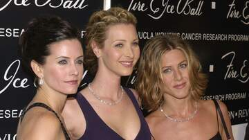 Entertainment News - Courteney Cox Celebrates Birthday With Jennifer Aniston & Lisa Kudrow