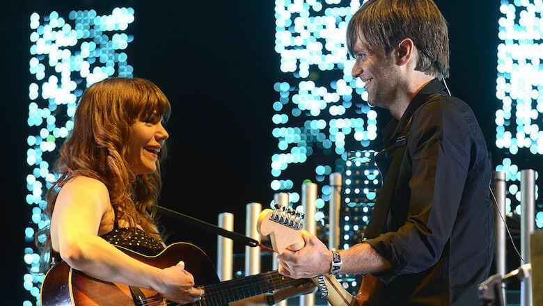 Death Cab For Cutie, Jenny Lewis Perform Postal Service's 'Nothing Better'