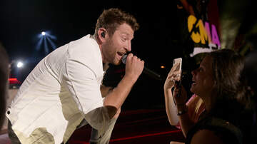 Music News - Brett Eldredge Celebrates #1 Single On Stage With Dad