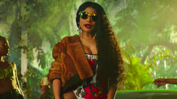 Trending - Nicki Minaj Unveils Sexy, Island-Themed 'Megatron' Music Video