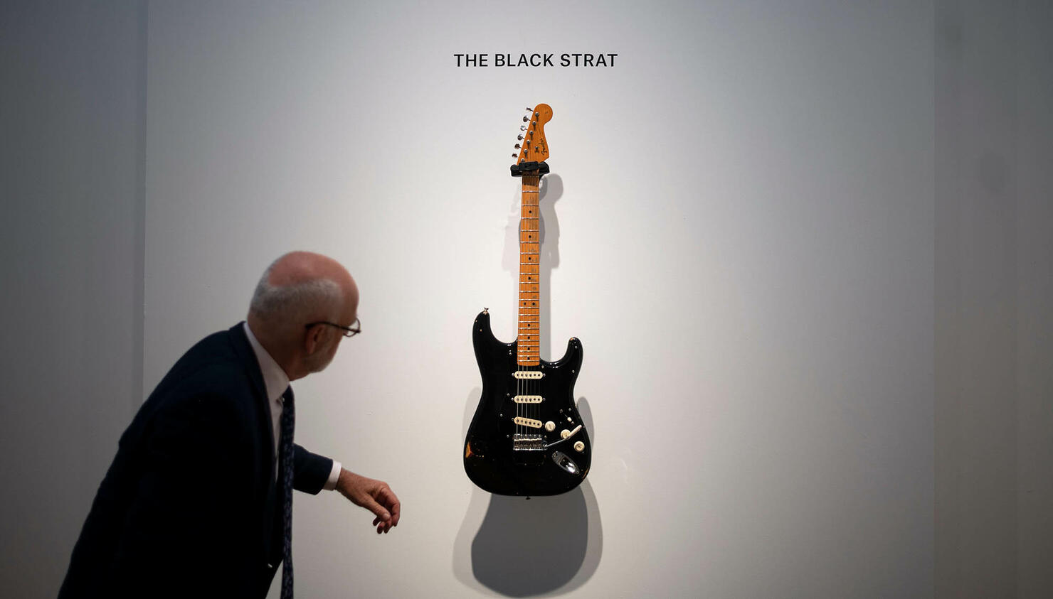 ENTERTAINMENT-us-britain-entertainment-music-auction-gilmour