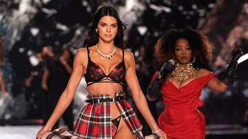 JJ - Kendall Jenner Gets Dragged for Runway Walk