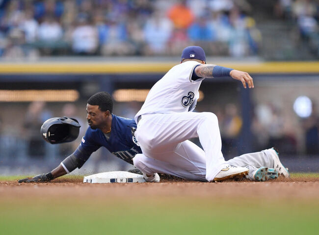 Seattle Mariners v Milwaukee Brewers