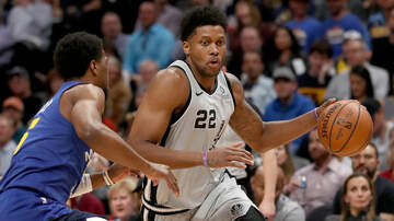 Sports Desk - Report: Spurs to re-sign Rudy Gay