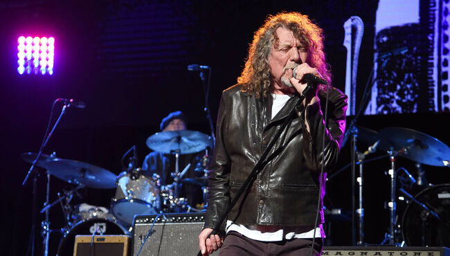 "Robert Plant Performs Led Zeppelin's ""Immigrant Song"" After 23 Years"