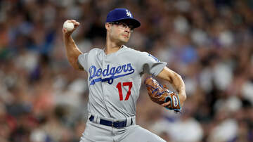 Dodgers Clubhouse - Joe Kelly Makes His Pitch To Kawhi Leonard To Come To The Lakers
