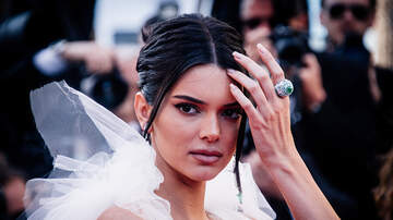 Ani - Fans Are Convinced Kendall Jenner Is Dating An L.A. Laker