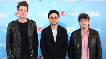 Mike Jones - Lovelytheband's leader Mitchy Collins Broke His Hand
