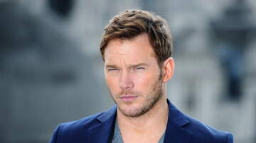 Robin - Chris Pratt Spotted Singing Karaoke on Broadway