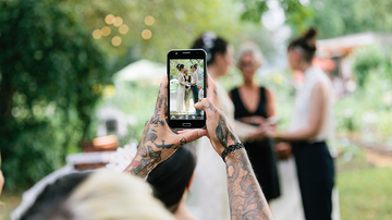 Trending - Wedding Photographer's Rant About Cell Phones At Weddings Goes Viral