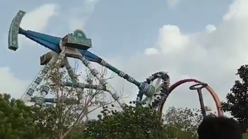 Entertainment News - Video Shows Pendulum Ride Breaking At Amusement Park, Injuring Dozens