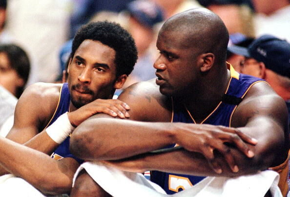Los Angeles Lakers forward Kobe Bryant (L) speaks