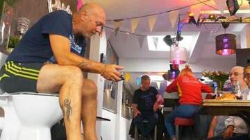 Whiskey and Randy - Man Breaks Record For Time Sitting on the Toilet