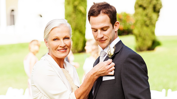 Johnjay And Rich - 'Disturbing' Wedding Photo Shows Groom's Mom 'Spooning' Her Son