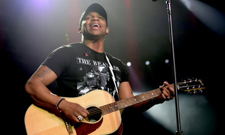 Music News - Jimmie Allen Proposes To Girlfriend Alexis Gale On A Trip To Disney World