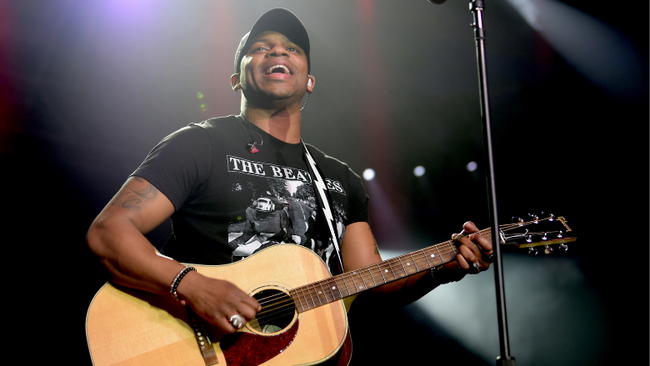 Jimmie Allen Proposes To Girlfriend Alexis Gale On A Trip To Disney World