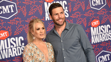 Music News - Carrie Underwood And Mike Fisher Take Part In The Viral FaceApp Challenge
