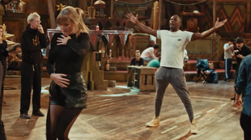 Entertainment News - Taylor Swift, Idris Elba Rehearse Dance Scene In First Look At 'Cats'