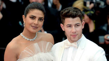 iHeartRadio Spotlight - Priyanka Chopra Photoshops Herself Into Jonas Brothers' Big VMA Moment