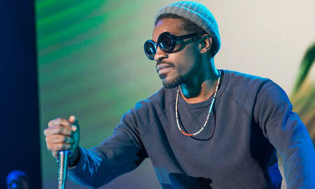 Trending - Andre 3000 Is Walking Around Philly Playing His Flute, Meeting Fans