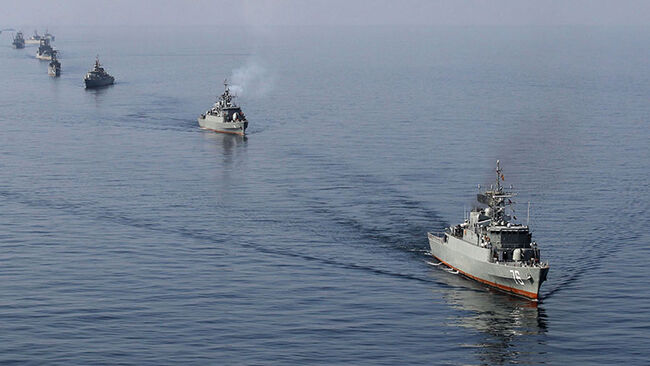 Iranian Navy boats take part in maneuver