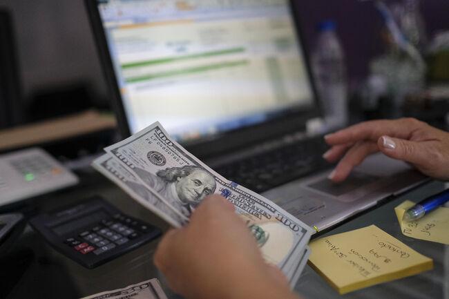 Use Of American Dollars Grows in Venezuela