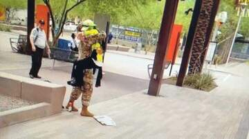 La Gitana - La sorpresa de un joven soldado a su mamá