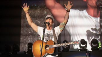 Headlines - Granger Smith Demonstrates The Healing Power Of Music In New Video