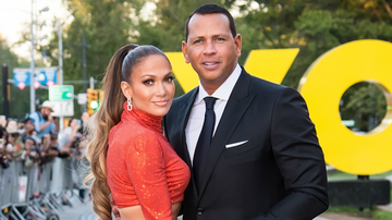 Headlines - Alex Rodriguez Drops Thirst Trap Of Fiance Jennifer Lopez In A Bikini