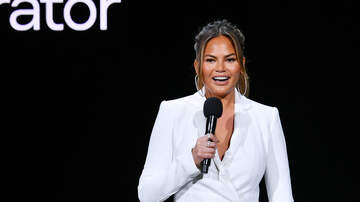 Fay - Chrissy Teigen Shows A Real Glamping FAIL & Anna Faris Wants To Be Friends