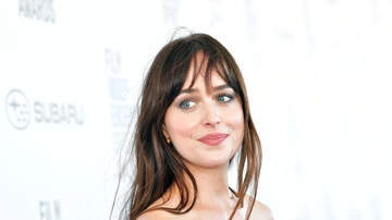 Fay - Dakota Johnson Closed Her Tooth Gap And The Internet Isn't Happy