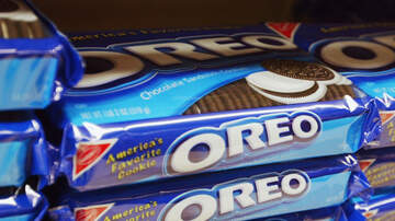 Elvis Duran - Peppermint Bark Oreos Are Making A Comeback For The Holiday Season