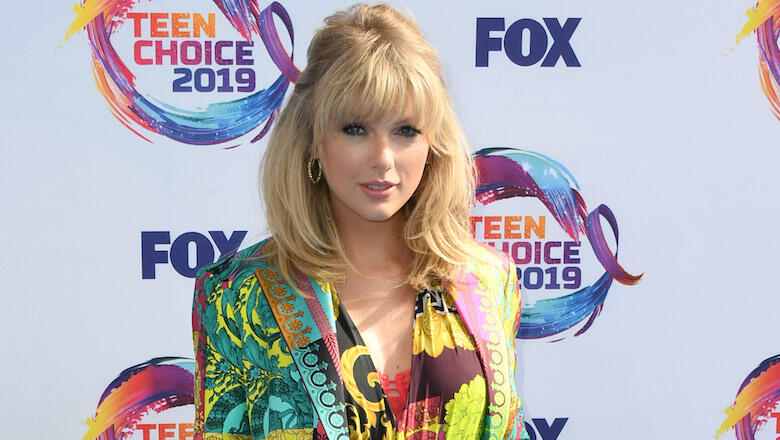 Taylor Swift pays fan's tuition | Celebrities