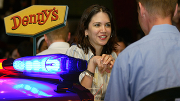 Trending - Woman's First Date Starts At Denny's, Ends In Wild Police Chase