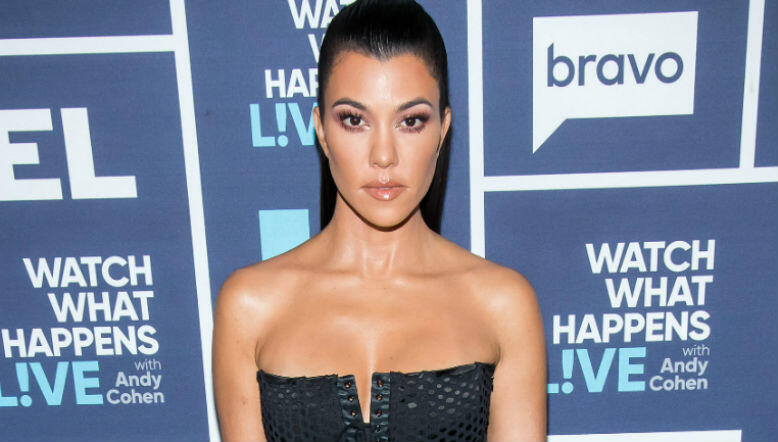 Kourtney Kardashian wins praise for showcasing her stretchmarks in new snap