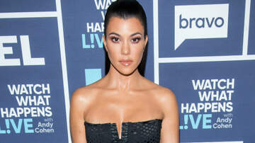 Entertainment News - Kourtney Kardashian Receives Praise After Showing Stretch Marks In New Post