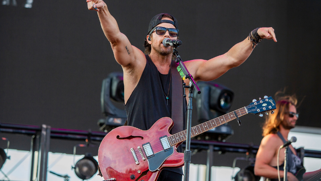Kip Moore Shares Live Festival Video For 'She's Mine'