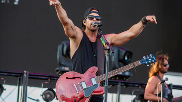 Music News - Kip Moore Shares Live Festival Video For 'She's Mine'