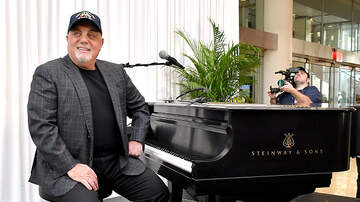 Carolyn McArdle - Blind Piano Prodigy Meets & Plays Duet With Billy Joel!