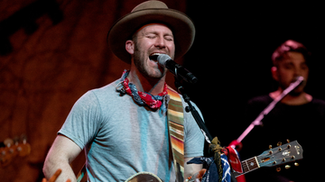 iHeartCountry - Drake White Rushed To Hospital After Nearly Collapsing On Stage