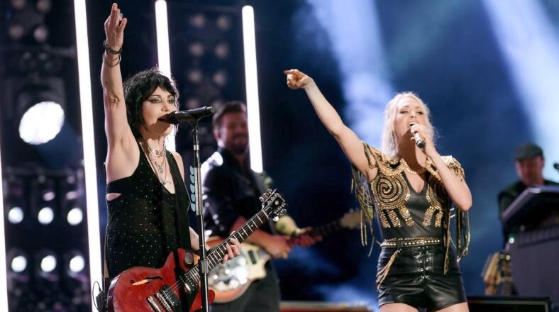 Carrie Underwood Teams Up With Joan Jett For New 'SNF' Show Opener