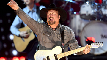 Music News - Garth Brooks Is Bringing His 'Dive Bar Tour' To Texas