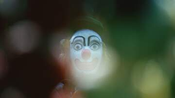 Frankie and Jess - Woman was so spooked by clown doll blowing into her garden