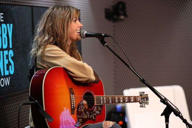 """Grace Potter Says Kenny Chesney Cold Called Her For """"You and Tequila"""""""